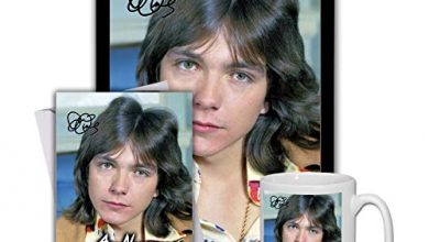 Photo of Star Prints UK David Cassidy (V1) Gift Set Bundle 2020 – Large 11cm Mug, A4 Framed Poster and Matching Personalised Birthday or Fathers Day Card (Personalised Card)